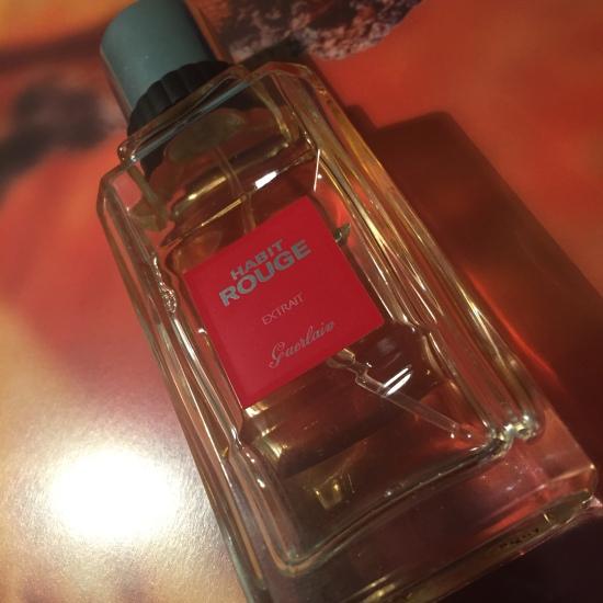 Habit Rouge Parfum 2 © 2016 Liam Sardea